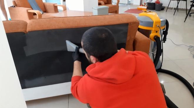 Машинно пране на дивани срещу акари