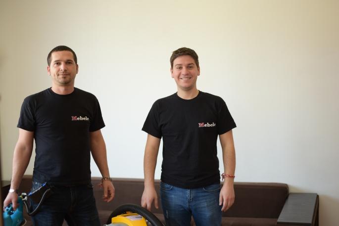 Екип на фирма за почистване Мебеле ЕООД