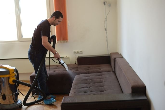 Пране на мека мебел - Нанасяне на препарат за пране на мека мебел