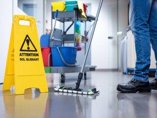 почистване на пода от фирма за почистване